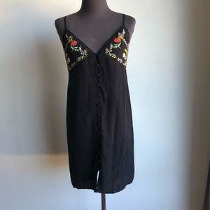 Forever 21 sz S black embroidered dress